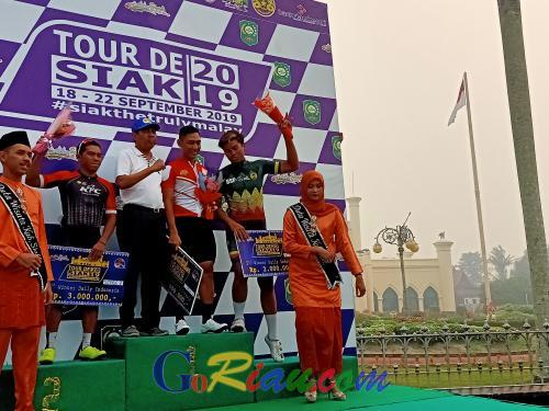 Reno Pebalap Indonesia Raih 4 Kategori Juara di Etape II dan Nur Amirrull dari Tim TCT Borong Dua Jersey