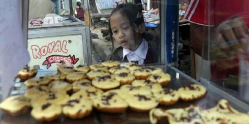 Sang Bocah Selalu Minta Dibuatkan 2 Bekal Makanan untuk Dibawa ke Sekolah, Alasannya Sangat Mengharukan