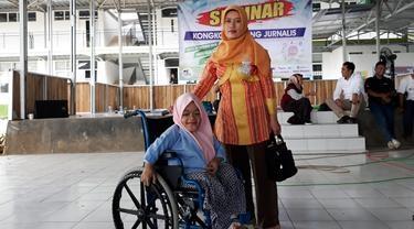 Inspiratif, Mahasiswi Difabel Ini Naik Pikap 15 Kilometer Tiap Hari Pergi Kuliah