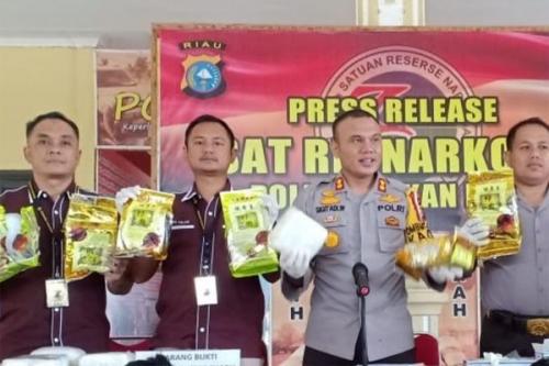15 Kg Sabu Asal Malaysia Diamankan di Rohil
