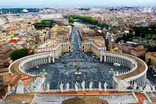 Virus Corona Tewaskan Satu Orang di Italia, 50 Ribu Warga Diminta Tak Keluar Rumah, 10 Kota Sepi