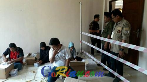 Bawaslu Catat 4.583 Surat Suara Pemilu di Pelalawan Rusak