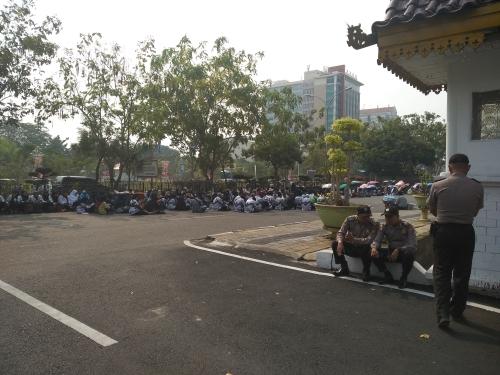 Pengguna Jalan Mulai Keluhkan Aksi Demonstrasi Guru Sertifikasi yang Selalu Blokir Jalan