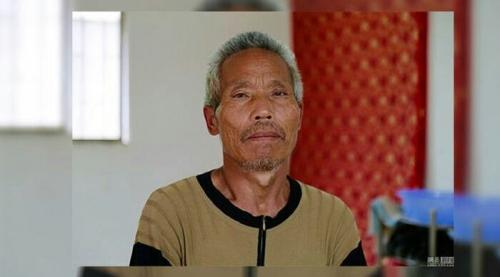 3 Tahun Setelah Kematiannya, Pria Ini Pulang ke Rumah dan Bersujud di Makamnya