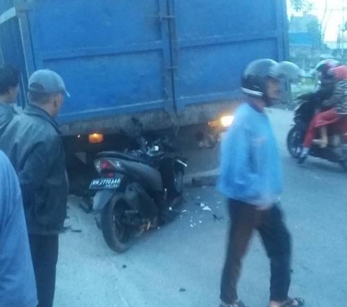 Tabrak Tronton di Jalan HR Subrantas Pekanbaru, Pengemudi Lexi Meninggal Dunia
