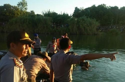 Pesawat Cessna Jatuh ke Sungai di Indramayu, Seorang Korban Belum Ditemukan