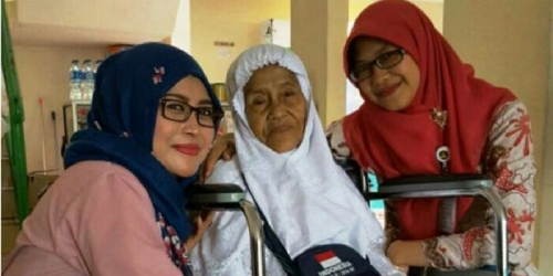 Jamaah Haji Tertua Indonesia Berusia 101 Tahun, Tak Terlihat Raut Kelelahan di Wajah Nenek Mian
