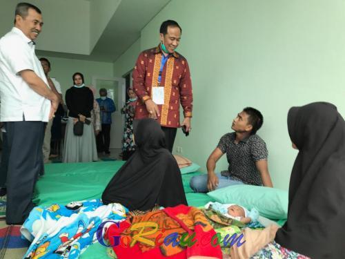 Gubri Syamsuar Lihat Bayi 9 Hari Dievakuasi di RSD Madani Pekanbaru