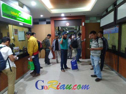 14 Penerbangan di Bandara SSK II Pekanbaru Terlambat, Sejumlah Penumpang Beralih ke Padang
