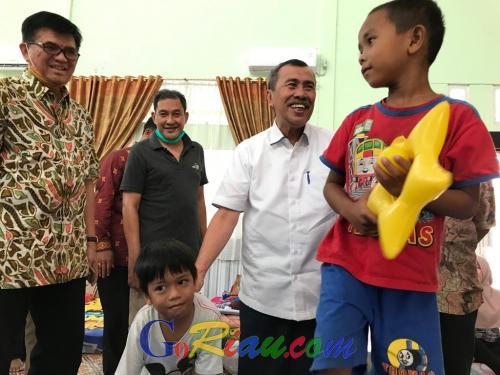Gubri Syamsuar Tinjau Posko Kesehatan Bencana Asap di Pekanbaru