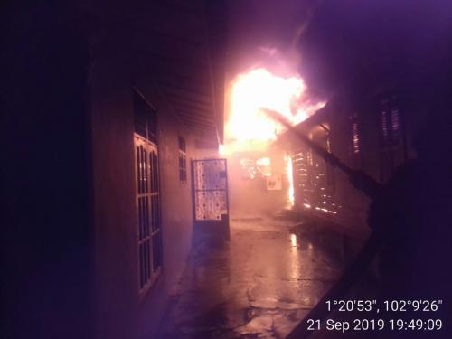 2 Unit Rumah Warga Sungai Pakning Bengkalis Terbakar, Dugaan Sementara Ini Penyebabnya