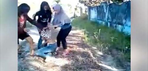 Heboh... Beredar Video Guru Honorer Melucuti Pakaian Siswi