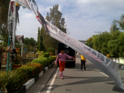 Satpol PP Bengkalis Tertibkan Baliho Tak Berizin, Didominasi Iklan Rokok