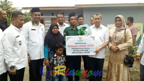 Baznas Kabupaten Siak Salurkan Bantuan RLH di Kecamatan Kandis