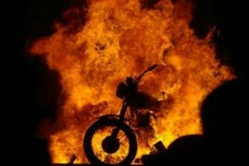 Gara-gara Terjebak di Lokasi Karlahut, Sepeda Motor Warga Gayung Kiri Rangsang Terbakar