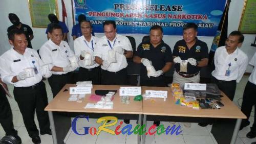 Duh, Istri Polisi di Riau Diringkus BNN saat Hendak Transaksi Sabu di Kawasan Kampung Dalam