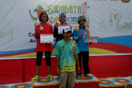 Raih 2 Emas di Kejuaraan Surabaya International Open Archery Tournament, Dian Yozananda Tambah Koleksi Medali untuk Riau