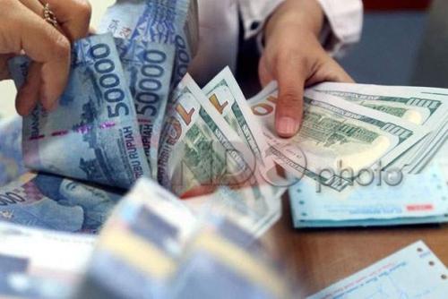 Rupiah Ditutup Rabu Sore Terpuruk Rp14.202/USD