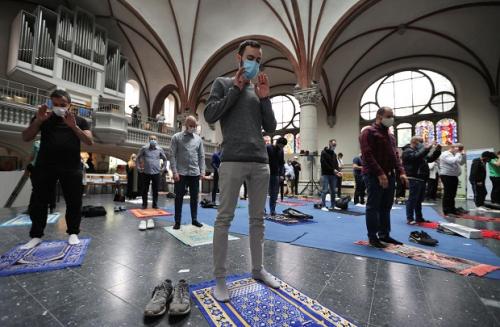Umat Islam di Berlin Shalat Jumat dalam Gereja St Martha, Ternyata Ini Alasannya