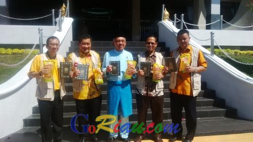 Wow, Pemprov Riau Terima Wakaf 10 Ribu Alquran