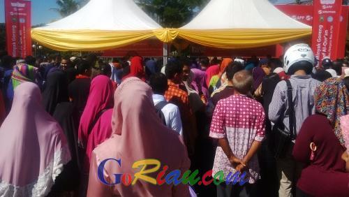 Berburu Minyak Goreng Rp7 ribu per Kg, Masyarakat Pekanbaru Berebut Kupon