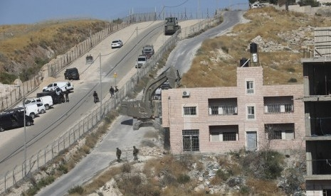 Pasukan Israel Hancurkan Rumah Warga Palestina Gunakan Buldoser