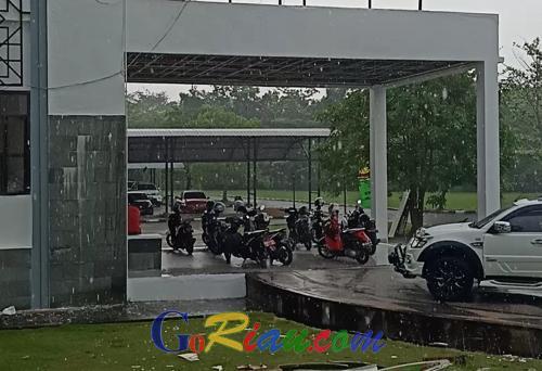 GoRiau - Udara Siak Kembali Segar, Hampir Dua Jam Hujan
