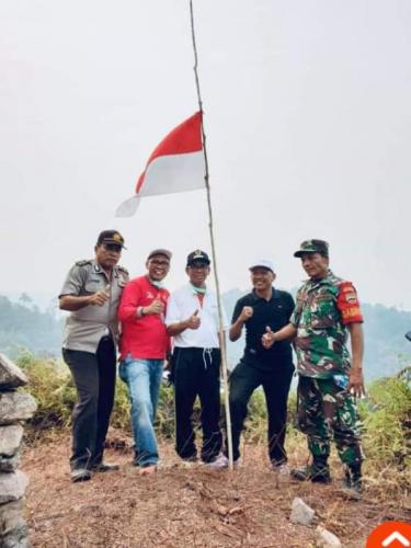Bupati Mursini Daki Bukit Piramid, Potensi Wisata Baru di Kuansing