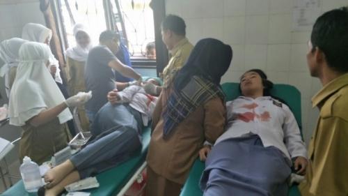 Tertahan di Tangga dan Ditimpa Genteng, 8 Siswi SMK 1 Tanggeung Berlumuran Darah Seusai Gempa