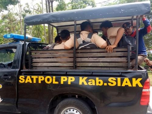 Bolos Sekolah, Pelajar di Siak Terjaring Razia Satpol PP di Warung