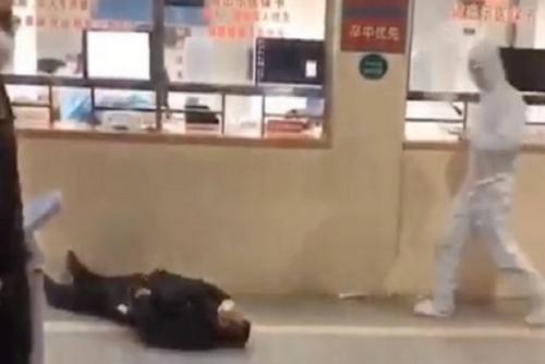 Mengerikan, Warga Wuhan Bertumbangan di Jalan Akibat Virus Corona