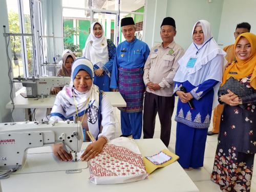 BKMT Kepulauan Meranti Latih Belasan Ibu Jadi Penjahit Profesional