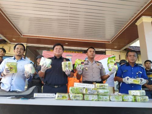 Polres Bengkalis Tangkap Kurir Bawa 19 Kg Sabu