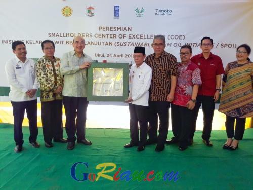 Pusat Unggulan Program Inisiatif Kelapa Sawit Berkelanjutan di Ukui Pelalawan Dorong Kesejahteraan Petani