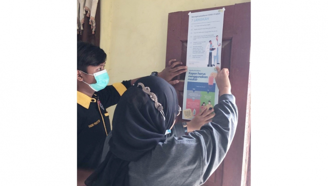 Tim Kukerta Unri Edukasi PHBS dan Era New Normal di Kelurahan Kampung Besar Seberang Rengat