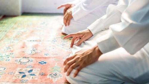 Laksanakan Shalat Idul Fitri di Masjid, Masyarakat Pakai Masker dan Bawa Sajadah dari Rumah