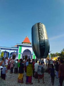 Meriahkan Idul Fitri 1441 H, Masyarakat Sukaraja Kuansing Terbangkan Balon Udara Virus Corona