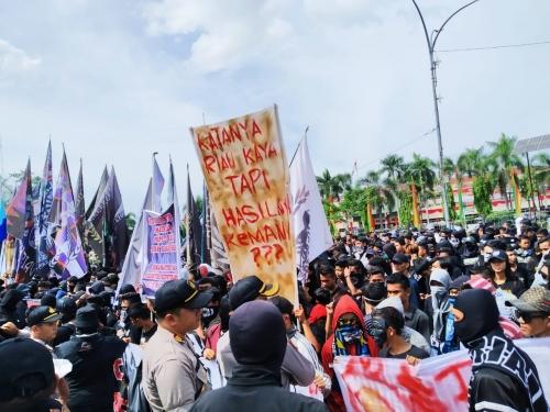 Ini Penjelasan Wagubri Sebut Pendemo Suporter PSPS di Kantor Gubernur Riau Itu Salah Alamat