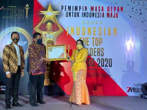 Anggota DPRD Kota Pekanbaru Ida Yulita Susanti Terpilih Sebagai Indonesian The Top Leader Awards 2020