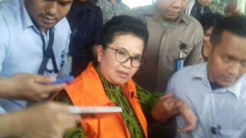 Ditahan KPK, Mantan Menkes Siti Fadilah Supari Menangis