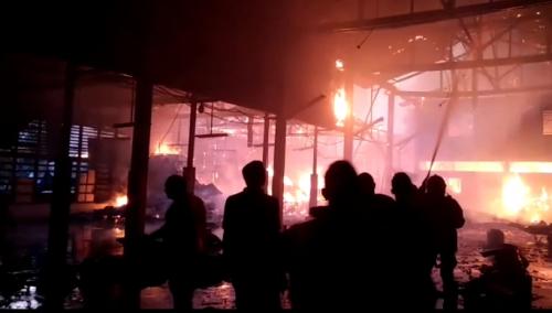 Pabrik Kue Semprong di Selatpanjang Terbakar