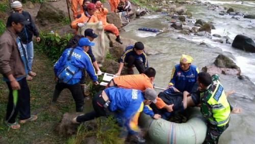 Bus Sriwijaya Tabrak Dinding Penahan di Tikungan Sebelum Terjung ke Jurang Sedalam 150 Meter dan Masuk Sungai