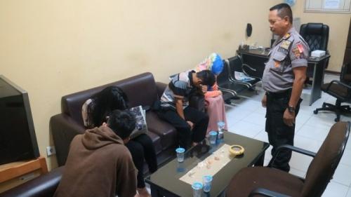 Kabur dari Rumah Setelah Bertengkar dengan Ibunya, Siswi SMK Dipergoki Ngamar dengan Pacar di Hotel