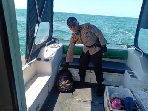 Tim SAR Temukan Tas dan 8 Life Jacket Saat Pencarian 9 Orang TKI yang Hilang di Perairan Tanjung Medang