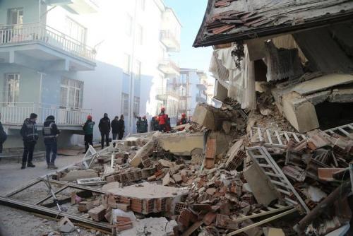Gempa Magnitudo 6,9 Guncang Turki, 21 Tewas dan Puluhan Terjebak Reruntuhan