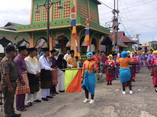 Masrul Kasmy Lepas Pawai Taaruf MTQ Kelurahan Teluk Belitung XII