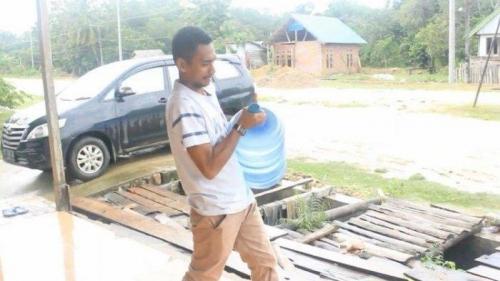 Sempat Diremehkan, Pengantar Air Galon Lolos Jadi Anggota DPRD