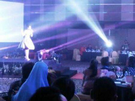 Winda Viska Meriahkan Grand Final Bujang Dara Riau 2013