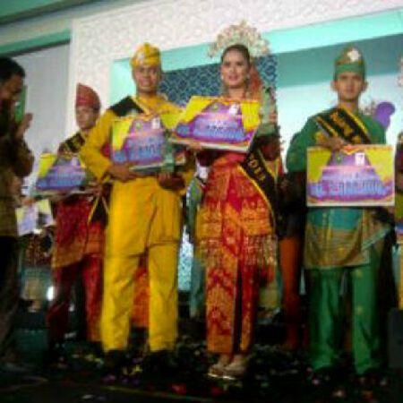 Bujang Bengkalis dan Dara Dumai Keluar Sebagai Bujang Dara Riau 2013