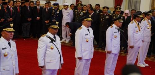 Jokowi Lantik Mantan Suami Artis Ussy Sulistiawaty Jadi Gubernur